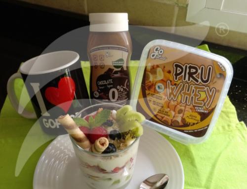 Vasito de yogurt con frutas y cereales